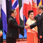 President Aquino dons traditional Lao silk at Gala dinner hosted by Lao PDR President for ASEM heads of state and government