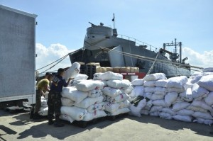 Members of the Philippine Navy arrange donated sacks of relief goods to be sent to the victims of Typhoon Bopha onto a ship docked at the Navy base in Cavite City, south of Manila in this December 11, 2012 handout photo released by the Naval Public Affairs Office. Typhoon Bopha killed 714 people and caused crop damage worth 10.3 billion pesos when it hit on Tuesday last week. Nearly 900 people are unaccounted for and about 2,000 were injured, the national disaster agency said. (MNS photo)