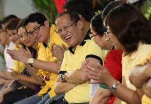 President Benigno S. Aquino III leads the meeting with local leaders and the community at the Lagao Gymnasium in Barangay Lagao, General Santos City on Wednesday (March 6). (MNS photo)