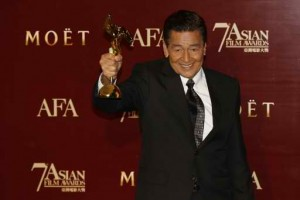 """Actor Eddie Garcia of the Philippines poses with his trophy after winning the Best Actor award for his role in the film """"Bwakaw"""", at the Asian Film Awards in Hong Kong March 18,2013. (MNS photo)"""