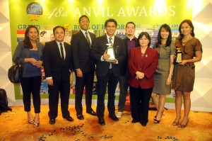 Shown in the photo are: (from left to right), TV5 Special Projects supervisor Jaja Castro Hernaez, InterAKTV editor JaemarkTordecilla, RESCUE5 host Paolo Bediones, InterAksyon editor-in-chief Roby Alampay, TV5 social media officer Ram Ronquillo, InterAksyon managing editor Chuchay Fernandez, TV5 head of corporate PR Peachy Vibal Guioguio and TV5 vice president for New Media Sheila Paul.