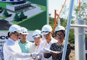 """Department of Labor and Employment Secretary Rosalinda Baldoz leads the lowering of the time capsule during the groundbreaking ceremony Friday (Feb. 7, 2014) for the construction of the """"Green Innovation Technology Center"""" at the Technical Education and Skills Development Authority (TESDA) Complex in Taguig City. Also in photo are (from left) Federation of Filipino Chinese Chambers of Commerce and Industry Inc. (FFCCCII) Executive Vice President Angel Ngu, TESDA Secretary Joel Villanueva, FFCCCII president Dr. Alfonso G. Siy, and FFCCCII Chairman Emeritus Lucio Tan. (MNS photo)"""