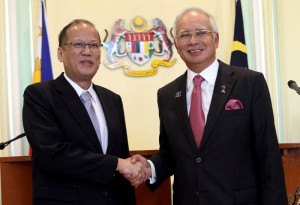 (KUALA LUMPUR, Malaysia) President Benigno S. Aquino III greets Malaysian Prime Minister Dato' Sri Haji Mohammad Najib bin Tun Haji Abdul Razak upon arrival for the Meeting at the Perdana Putra Building in Putrajaya on Friday (February 28) during his State Visit to Malaysia. President Aquino and PM Najib are expected to discuss the upcoming signing of the Comprehensive Agreement on the Bangsamoro. (MNS photo)