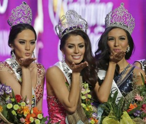Filipino Mary Jean Lastimosa (center) crowned 'Binibining Pilipinas 2014' (Miss Philippines 2014 pageant) with Kris Tiffany Janson (right) and Yvethe Marie Santiago pose on stage as they jubilate during the coronation rites in Quezon City, east of Manila, Philippines on 30 March 2014. Top winners will represent the country in the world stage pageants. (MNS photo)