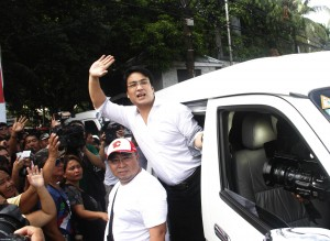 "Senator Bong Revilla, shown in photo on his way to be detained on plunder and graft charges, said his lawyer, Sal Panelo, only talked about the rats and roaches in his cell in jest. Revilla's lawyer has said the senator's family saw rats ""as big as cats"" inside the senator's cell. (MNS photo)"