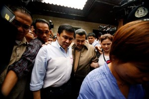 Senator Jinggoy Estrada leaves the residence of his father, Manila Mayor Joseph Estrada, in Greenhills, San Juan on Monday, June 23, to proceed to Camp Crame to surrender following the issuance of an arrest warrant against him and several others in connection with the alleged pork barrel scam. (MNS photo)