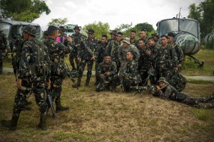 U.S. Army 1st Lt. Brian Johnson poses for a photograph with Philippine soldiers after conducting helicopter insert and extract training on Fort Magsaysay, Philippines, April 29, 2014. U.S. Marine Corps photo by Staff Sgt. Pete Thibodeau