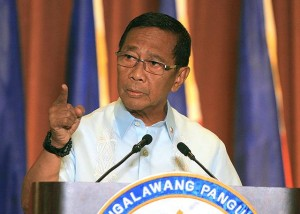Vice President Jejomar Binay hits back at his accusers during a televised press conference at the PICC in Pasay City on Thursday, September 18. Binay denied receiving kickbacks from the construction of the Makati City Hall Building II and from other projects in the city during his term as mayor. (MNS photo)