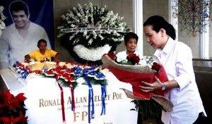 Senator Grace Poe offers flowers at the tomb of her father, Fernando Poe Jr., at the Manila North Cemetery on Sunday (Dec. 14, 2014), the 10th death anniversary of the acknowledged Filipino movie king. (MNS photo)