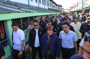 Justice Secretary Leila de Lima (2nd right) and Rep. Niel Tupas Jr. (right) inspect the maximum security compound of the New Bilibid prison in Muntinlupa City on Tuesday. The inspection is part of efforts to clear the prison of illegal activities.  (MN photo)