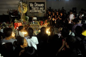 Mourners take part in a memorial for the victims of the Mamasapano encounter in front of the Philippine National Police Headquarters in Quezon City Tuesday. The groups demand truth and accountability from those involved in the bloody clash, which resulted in the death of 44 PNP-SAF officers, 18 Moro rebels, and 7 civilians. (MNS photo)