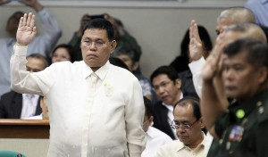 Taking their oath before speaking at the Senate hearing on the Mamasapano incident are PDDG. Leonardo Espina, Officer-in-Charge of the Philippine National Police, Interior Secretary Mar Roxas, Defense Secretary Voltaire Gazmin and Justice Secretary Leila de Lima. (MNS photo)