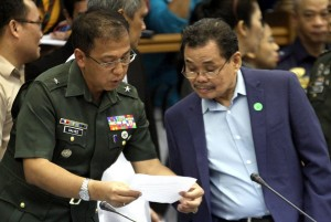 Moro Islamic Liberation Front (MILF) Chief Negotiator Mohagher Iqbal looks at the document shown by BGen. Carlito Galvez, Jr, Chair, Government of the Philipipnes-Coordinating Committee on the Cessation of Hostilities (GPH-CCCH) during the continuation of the hearing for SAF 44.(MNS photo)