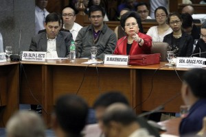 Senator Miriam Defensor Santiago asks questions to Moro Islamic Liberation Front (MILF) Chief Negotiator Mohagher Iqbal during the third public hearing on the Mamasapano incident. Santiago asks committee to reconsider showing Mamasapano video, says it can be admissible as evidence in court. (MNS photo)