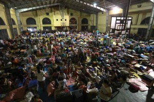 Victims of the fire that hit Parola compound in Manila take refuge at the Delpan Sports Complex in Tondo on Tuesday. Around 6,000 families were affected by the fire. Fires broke out in several areas of the metropolis on the third day of March, the fire prevention month.(MNS photo)