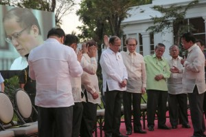 President Aquino is prayed over by leaders of evangelical Christian groups after a gathering and dialogue at the Malacañang Palace in Manila on Monday. Aquino answered questions on various issues, including the Mamasapano incident which he said he is not to be blamed.(MNS photo)