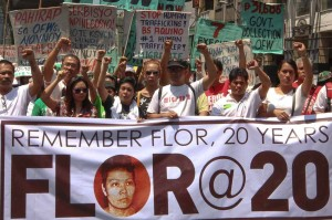 Actress Nora Aunor (3rd left) joins members of Migrante International and Gabriela at a protest march to Mendiola in Manila to mark the 20th death anniversary of Flor Contemplacion on Tuesday. Contemplacion, an overseas Filipino worker, was executed in Singapore in 1995 for murder.(MNS photo)