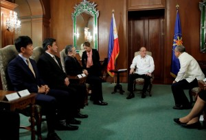 President Benigno S. Aquino III exchanges pleasantries with Nidec Corporation founder, chairman, president and chief executive officer Shigenobu Nagamori during the courtesy call at the Music Room of the Malacañan Palace on Wednesday (March 18, 2015). Also in photo are Nidec Corp director and first vice president Toshihiko Miyabe, Nidec Philippines Corporation and Nidec Subic Philippines Corporation president Takao Deno and Trade and Industry Secretary Gregory Domingo. (MNS Photo)