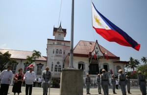 President Benigno S. Aquino III leads the raising of the Philippine Flag during the inauguration of the Museo ni Emilio Aguinaldo at the Emilio Aguinaldo Shrine in Kawit, Cavite on Friday (March 20). The museum chronicles the life and times of Aguinaldo, especially during the revolution against Spain and war against the United States. Also in photo are National Historical Commission of the Philippines chairperson Dr. Maria Serena Diokno and Transportation and Communications Secretary Joseph Abaya. (MNS photo)
