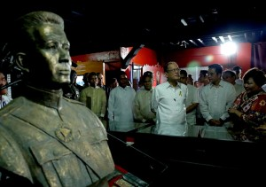 President Benigno S. Aquino III tours and the facilities of the Museo ni Emilio Aguinaldo during the inauguration ceremony at the Emilio Aguinaldo Shrine in Kawit, Cavite on Friday (March 20). The museum chronicles the life and times of Aguinaldo, especially during the revolution against Spain and war against the United States. Also in photo are National Historical Commission of the Philippines chairperson Dr. Maria Serena Diokno and Transportation and Communications Secretary Joseph Abaya. (MNS photo)