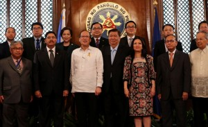 President Benigno S. Aquino III huddles with the ASEAN Law Association (ALA) Officials and Delegates, led by ALA president Indonesian Chief Justice Dr. Hatta Ali, for a snap shot during the courtesy call at the President's Hall of the Malacañan Palace on Friday (February 27). A non-government organization, ALA brings together all the different branches of the law profession – judges, law teachers, law practitioners and government lawyers. (MNS photo)