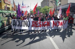 Makabayan members march to Mendiola in Manila on Friday to call for President Aquino's resignation in connection with the Mamasapano encounter. Thousand of students from state-run universities also walked out of their classes to join the protest to condemn the government's alleged failure to address various issues like tuition fee and fuel price increases.(MNS photo)