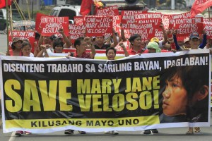 Migrant rights activists raise march with banners and placards in Manila on Tuesday urging the Philippine government to save Mary Jane Veloso, a Filipino migrant facing execution in Indonesia for drug charges. Indonesia's Supreme Court upheld its ruling and ordered her execution.(MNS Photo)