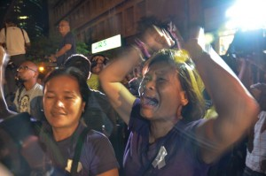 -- Supporters of Mary Jane Veloso holding a vigil at the Indonesian embassy in Makati rejoice after hearing the reprieve given the death row inmate on Wednesday. Indonesia carried out the execution of 8 other drug convicts but spared Veloso at the last minute.(MNS photo)