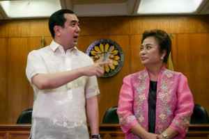 Newly appointed Commission on Elections (COMELEC) Chairman Andres Bautista (left) and commissioner Rowena Guanzon face the media at the COMELEC office in Intramuros, Manila on Monday. Bautista was the chairman of the Presidential Commission on Good Government (PCGG) prior to his new assignment.  (MNS photo)