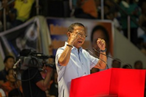 Vice President Jejomar Binay delivers his speech during the launching of the United Nationalist Alliance as a political party on Wednesday at the Makati Coliseum. Binay lambasted the Aquino administration anew and promised alternatives offered by his party.(MNS photo)