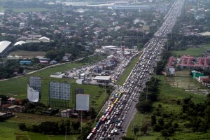 An aerial shot from the helicopter of the Metro Manila Development Authority shows the monstrous traffic jam at the North Luzon Expressway (NLEX) as vehicles bound for the 101st anniversary celebration of the Iglesia ni Cristo occupy almost the entire northbound portion of the expressway. (MNS photo)