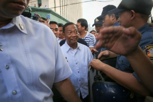 Vice President Jejomar Binay walks among his supporters at the Makati City hall on Monday. People gathered at the city hall grounds to show their support for the older Binay and his son, Makati Mayor Junjun Binay, who was earlier served another suspension by the Ombudsman. (MNS photo)
