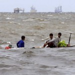 Ten killed, thousands flee as typhoon lashes PHL