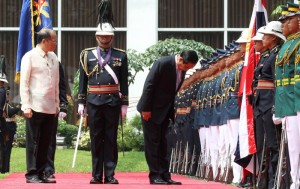 President Benigno S. Aquino III and General Prayut Chan-o-cha, Prime Minister of the Kingdom of Thailand, honor the colors during the welcome ceremony at the Malacañan Palace Grounds on Friday (August 28, 2015). This is the Thai Prime Minister's first official visit to the Philippines since assuming office in August 2014. (MNS photo)