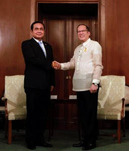 President Benigno S. Aquino III shakes hands with General Prayut Chan-o-cha, Prime Minister of the Kingdom of Thailand, during the courtesy call at the Music Room of the Malacañan Palace on Friday (August 28, 2015). This is the Thai Prime Minister's first official visit to the Philippines since assuming office in August 2014.  (MNS photo)