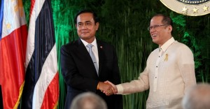 President Benigno S. Aquino III with General Prayut Chan-o-cha, Prime Minister of the Kingdom of Thailand shake hands after delevering their  statements at the joint press conference held at the President's Hall of the Malacañan Palace on Friday (August 28). This is the Thai Prime Minister's first visit to the Philippines since assuming office in August 2014. (MNS photo)