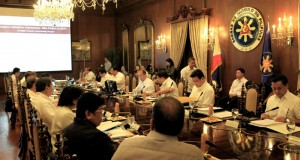 President Benigno S. Aquino III presides over the National Economic and Development Authority (NEDA) Board Meeting at the Aguinaldo State Dining Room of the Malacañan Palace on Friday (September 4). The meeting is to review the Public-Private Partnership projects of the present administration.  (MNS photo)