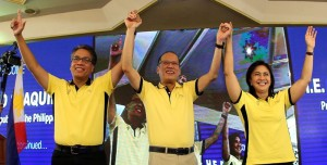 "LP chairman President Benigno S. Aquino III, along with LP Presidential Candidate former DILG Secretary Manuel Roxas II and LP Vice Presidential Candidate Camarines Sur 3rd District Representative Maria Leonor ""Leni"" Robredo, flashes the Laban ""L"" sign during the ""Daang Matuwid: To Be Continued…"" of the ruling Liberal Party (LP) at the Corazon C. Aquino Kalayaan Hall of the Club Filipino in San Juan City on Monday (October 05). (MNS photo)"