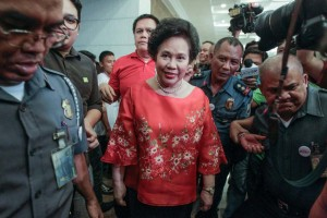 Sen. Miriam Defensor-Santiago arrives at the Commission on Election headquarters in Manila to file her certificate of candidacy (COC) for president under the People's Reform Party on Friday. Santiago also announced Sen. Bongbong Marcos would be her running mate for the 2016 elections.(MNS photo)