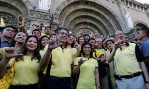 President Benigno S. Aquino III with Liberal Party  (LP) standard bearers Mar Roxas and Leni Robredo are greeted by supporters outside the Manila Cathedral as they walk to Commission on Election  building  to file their Certificate of Candidacy, Thursday, (October 15). Tomorrow, Friday, (October 16)  is the deadline of filing of candidacy for the 2016 elections. (MNS photo)