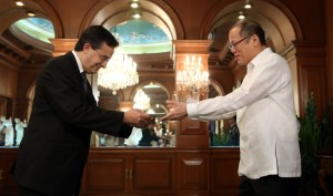 President Benigno S. Aquino III accepts the credentials of French Republic Ambassador to the Philippines Thierry Mathou during the presentation of credentials at the Music Room of the Malacañan Palace on Thursday (November 05).  (MNS photo)