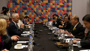 President Benigno S. Aquino III exchanges views with Commonwealth of Australia Prime Minister Malcolm Turnbull during the expanded bilateral meeting at the Sofitel Philippine Plaza Hotel on Wednesday (November 18, 2015), at the sidelines of the APEC Economic Leaders' Meeting. MNS Photo)