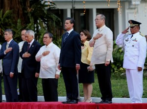 President Benigno S. Aquino III and His Excellency Enrique Peña Nieto, President of the United Mexican States, lead the singing of the Philippine and Mexico National Anthem during the welcome ceremony for the State Visit to the Philippines on Tuesday (November 17, 2015) at the sidelines of the APEC Economic Leaders' Meeting in Manila. MNS Photo)