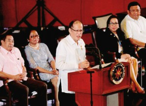 "President Benigno S. Aquino III delivers his speech during the 15th National Public Employment Service Office (PESO) Congress at the Reception Hall of the Philippine International Convention Center in Pasay City on Monday (October 26), with the theme: ""Pagdaloy ng Disenteng Trabaho at Maunlad na Negosyo, Kaagapay and PESO."" Also in photo are League of Provinces of the Philippines president Oriental Mindoro Governor Alfonso Umali, Jr.; Labor and Employment Secretary Rosalinda Baldoz; PESO Managers Association of the Philippines, Inc. president Vissia Marie Aldon; and Secretary to the Cabinet Jose Rene Almendras. (MNS photo)"