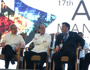 "President Benigno S. Aquino III attends the 17th Asia Pacific Retailers Convention and Exhibit at the SMX Convention Center, Mall of Asia, Pasay City on Thursday (October 29). This year's theme: ""Asia Fast Forward"". Also in photo are Department of Trade and Industry Secretary Gregory Domingo and Philippine Retailers Association President  Lorenzo Formoso. (MNS photo)"