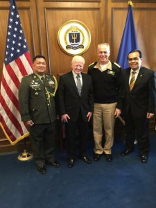 Ambassador Jose L. Cuisia, Jr. with Rear Admiral Philip Gardner Howe III, President of the US Naval War College. Also in photo are Col. Orlando M. Suarez (leftmost) of the Defense and Armed Forces Affairs Office, Philippine Embassy in Washington, D.C., and Consul General Mario L. De Leon, Jr. (rightmost), Philippine Consulate General in New York. Photo courtesy of Col. Orlando M. Suarez.