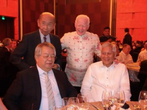 Ambassador Jose L. Cuisia, Jr. with Ambassador Roberto Romulo (standing, L), Ramon del Rosario, Jr., President and CEO of Philippine Investment Management, Inc. and PHINMA Corporation (seated, L), and Foreign Affairs Secretary Albert F. del Rosario at the 2015 Asia CEO Awards on 11 November 2015 at the Marriott Hotel in Manila. (Photo courtesy of Rose Silva).