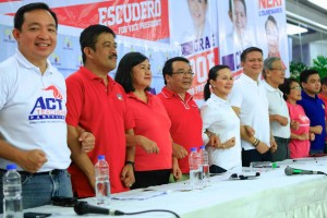 Representatives of the Makabayan bloc led by Rep. Neri Colmenares link arms with Sen. Grace Poe and Sen. Chiz Escudero during a solidarity event at the Quezon City Sports Club on Thursday.  The group declared support for Team Galing at Puso in the 2016 election.(MNS photo)