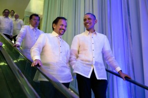 President Barack Obama talks with Sultan Hassanal Bolkiah, Brunei Darussalam, wearing traditional off-white linen Barong Tagalog shirts, at the Asia Pacific Economic Cooperation Summit (APEC) leaders welcome dinner at the Mall of Asia Arena in Pasay, Metro Manila, Philippines, Nov. 18, 2015. (Official White House Photo by Pete Souza)