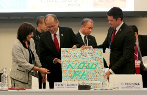 (PARIS, France) President Benigno S. Aquino III witnesses the turn-over of a copy of the Youth Sector Stand on Climate Change handed by National Youth Commission head Dingdong Dantes to Annick Gerardin, Secretary of State for the Development of France during the Climate Vulnerable Forum (CVF) High Level Event at Le Maroni of the Blue Zone UNFCCC Le Bourget site on Monday (November 30). Earlier the President delivered his National Statement on the Framework Convention on Climate Change. (MNS photo)